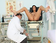 Agnes gyno hole gyno instrument date at curious gynoclinic with mature cooter doc